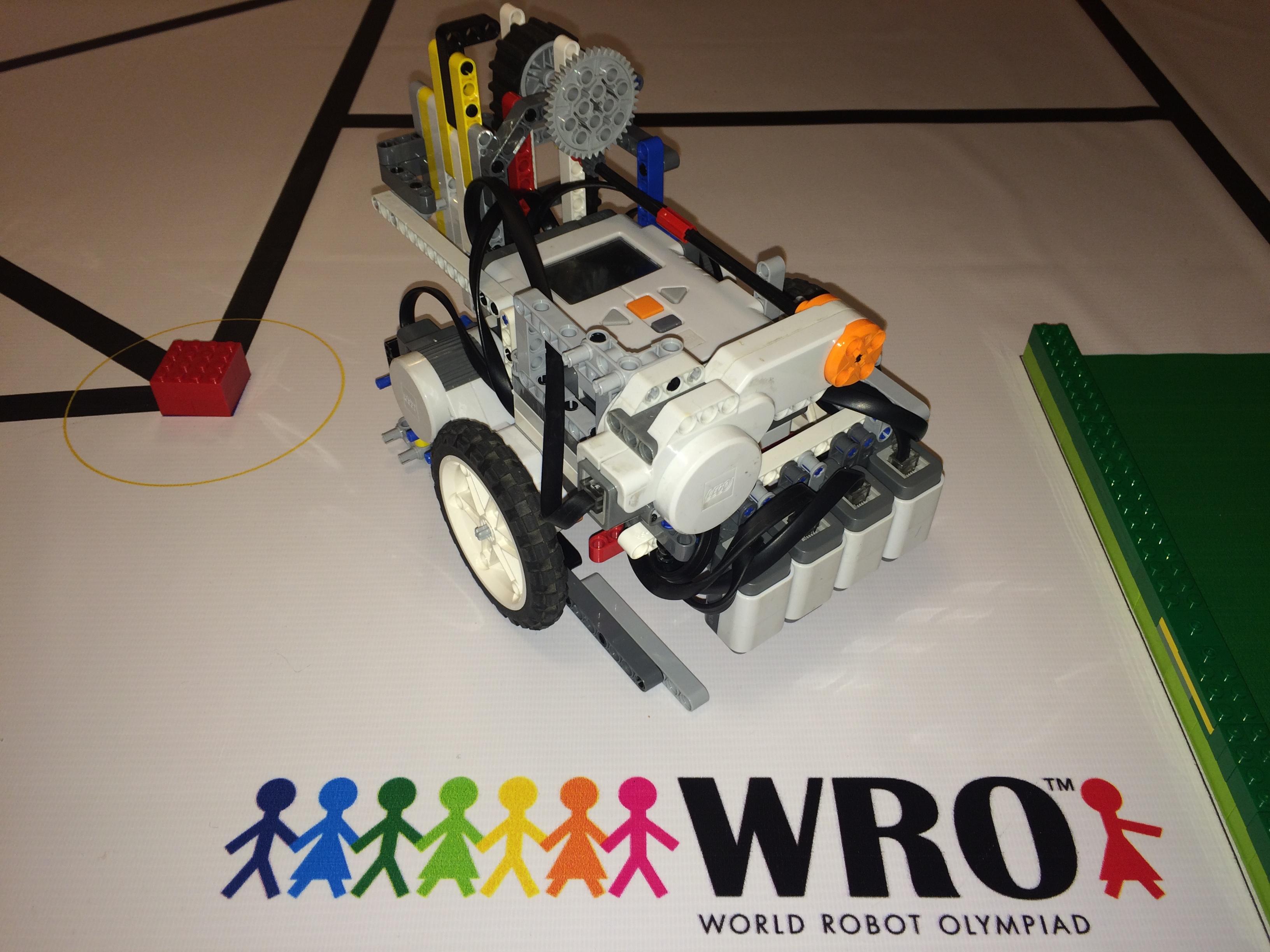 Пример робота для прохождения трассы WRO 2016, Regular Category, Elementary, Solution